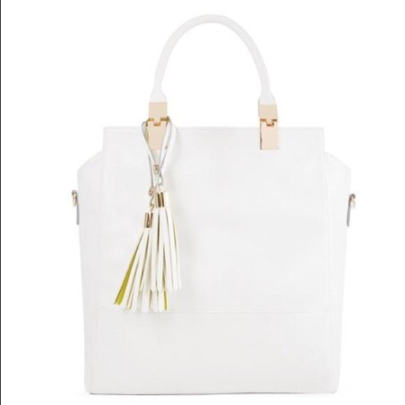 Handbags - White oversized handbag with cute tassels
